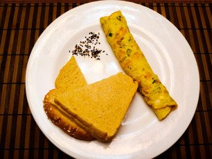 omlet with bread
